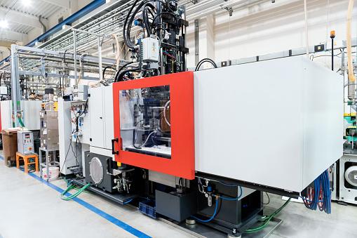 Molding a Shape「Cnc machine at injection plastic factory」:スマホ壁紙(11)