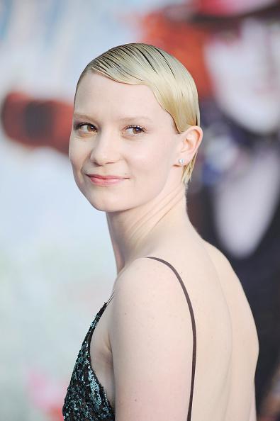 "Alternative Pose「""Alice Through The Looking Glass"" - European Film Premiere - Red Carpet Arrivals」:写真・画像(13)[壁紙.com]"