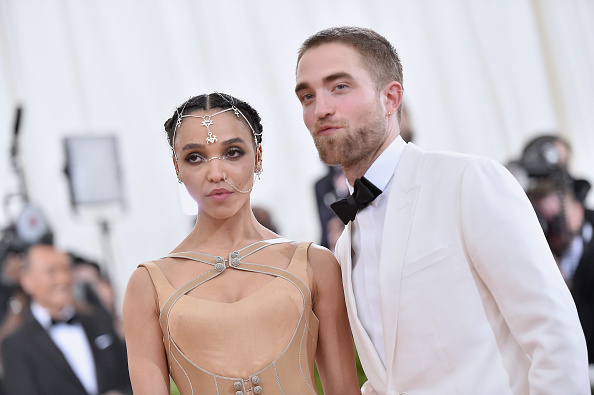 ロバート・パティンソン「'Manus x Machina: Fashion In An Age Of Technology' Costume Institute Gala」:写真・画像(1)[壁紙.com]