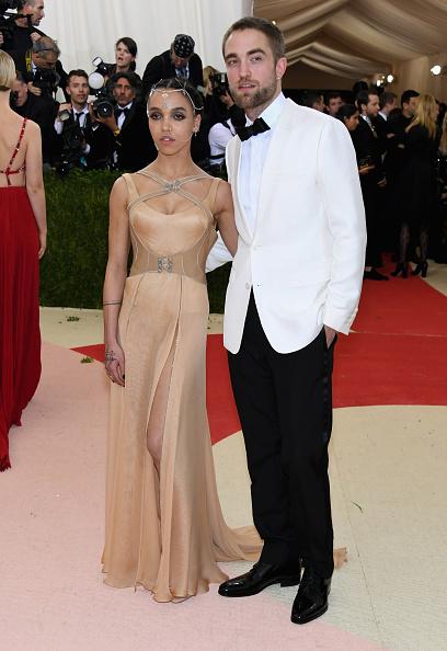 Robert Pattinson「'Manus x Machina: Fashion In An Age Of Technology' Costume Institute Gala - Arrivals」:写真・画像(6)[壁紙.com]