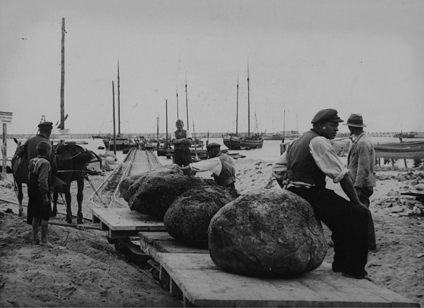 East「Stone Fishing In The Baltic Sea」:写真・画像(6)[壁紙.com]