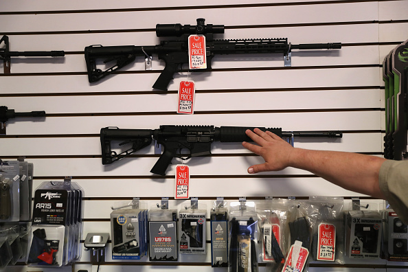 AR-15「Immigration And Border Security Issues Loom Heavy In Upcoming U.S. Elections」:写真・画像(5)[壁紙.com]