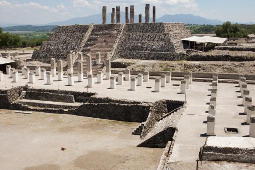 Pyramid Shape「Toltec temple ruins in Tula, Mexico」:スマホ壁紙(9)