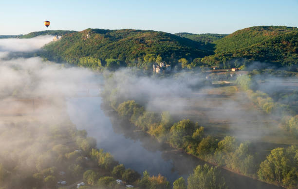 Aerial of Dordogne River at dawn with hot air ballon with Chateau and Hiils:スマホ壁紙(壁紙.com)