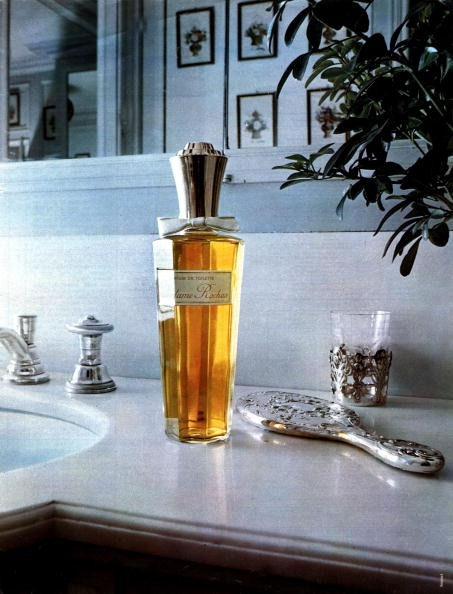 Perfume「French publicity for the perfume Madame by Rochas, publishing in the magazine Paris Match, in 1960」:写真・画像(6)[壁紙.com]