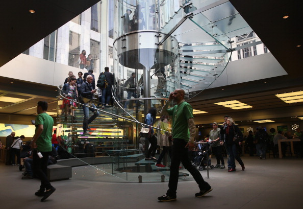 ミッドタウンマンハッタン「Apple Stores Mark Earth Day, Day After Announcing New Green Initiative」:写真・画像(14)[壁紙.com]