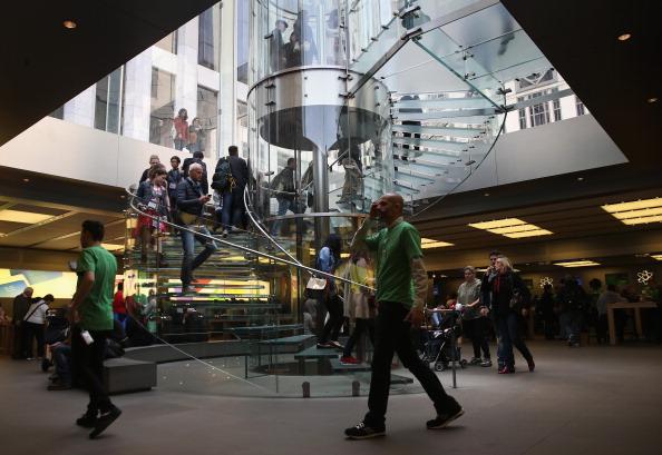 ミッドタウンマンハッタン「Apple Stores Mark Earth Day, Day After Announcing New Green Initiative」:写真・画像(13)[壁紙.com]
