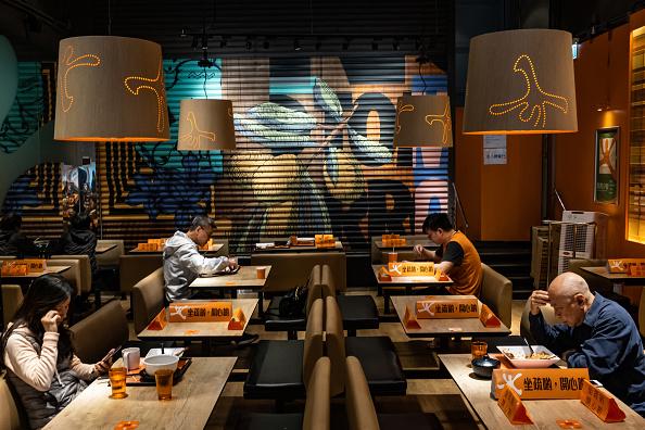 Restaurant「Hong Kong Imposes Social Distancing As The Coronavirus Continue To Spread」:写真・画像(11)[壁紙.com]