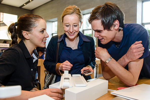 Apple Watch「Apple Watch Availability At Apple Store Kurfuerstendamm Berlin」:写真・画像(13)[壁紙.com]