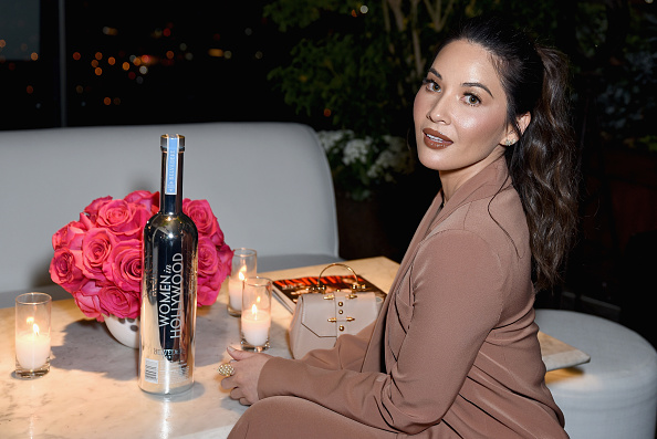 Crockery「Vanity Fair x Lancôme Paris With Belvedere Vodka Raise A Glass To Toast Women In Hollywood」:写真・画像(16)[壁紙.com]
