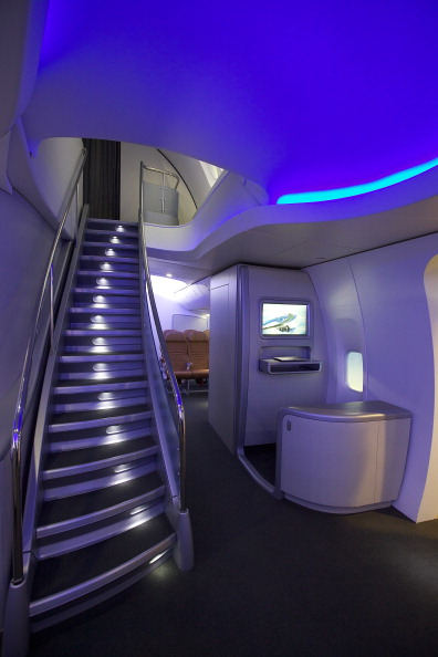 Passenger Cabin「Boeing Debuts New 747-8 Intercontinental」:写真・画像(14)[壁紙.com]