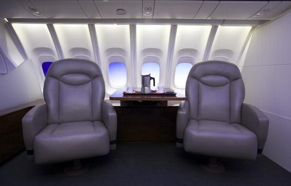Passenger Cabin「Boeing Debuts New 747-8 Intercontinental」:写真・画像(16)[壁紙.com]