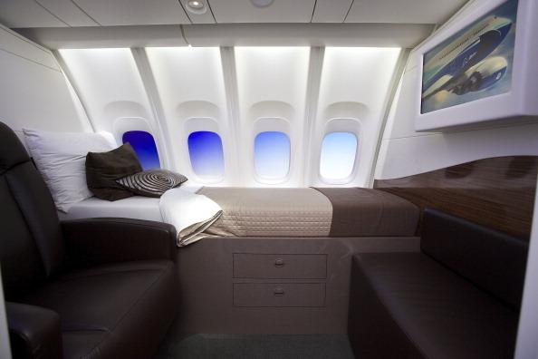 Passenger Cabin「Boeing Debuts New 747-8 Intercontinental」:写真・画像(15)[壁紙.com]