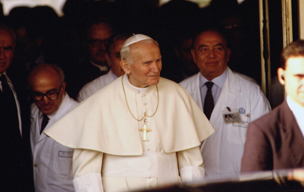 Franco Origlia「Pope John Paul II At Hospital」:写真・画像(11)[壁紙.com]