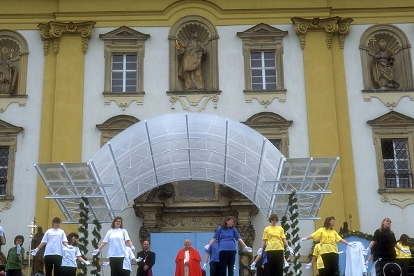 Franco Origlia「Pope John Paul II In Olomouc」:写真・画像(12)[壁紙.com]