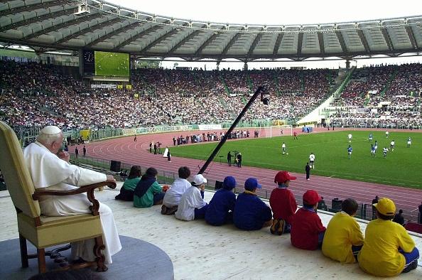 Soccer - Sport「Pope John Paul II At Olympic Stadium」:写真・画像(1)[壁紙.com]