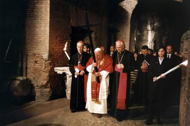 Pope John Paul II Attends Way Of The Cross:ニュース(壁紙.com)