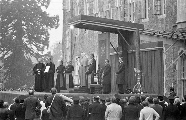 Religious Mass「John Paul II Speakling At Maynooth College」:写真・画像(15)[壁紙.com]