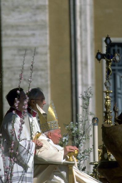 Religious Mass「Pope John Paul II Celebrates Easter」:写真・画像(13)[壁紙.com]