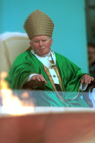 Religious Mass「Pope John Paul II At Sports Jubilee」:写真・画像(0)[壁紙.com]