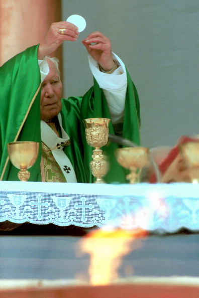 Religious Mass「Pope John Paul II At Sports Jubilee」:写真・画像(5)[壁紙.com]