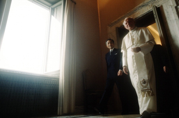 Japanese Royalty「John Paul II Meets Emperor Of Japan」:写真・画像(2)[壁紙.com]