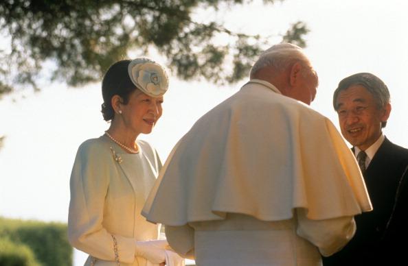 Emperor Akihito「John Paul II Meets Emperor Of Japan」:写真・画像(15)[壁紙.com]