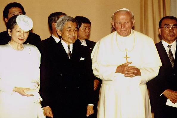 Empress Michiko「John Paul II Meets Emperor Of Japan」:写真・画像(9)[壁紙.com]