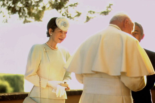 Japanese Royalty「John Paul II Meets Emperor Of Japan」:写真・画像(13)[壁紙.com]