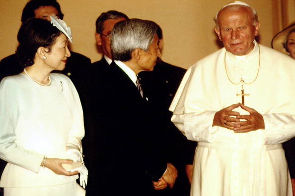 Japanese Royalty「John Paul II Meets Emperor Of Japan」:写真・画像(9)[壁紙.com]