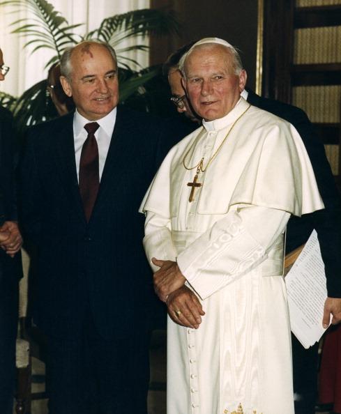 Vatican「John Paul II Meets Soviet Leader Mikhail Gorbachev」:写真・画像(18)[壁紙.com]
