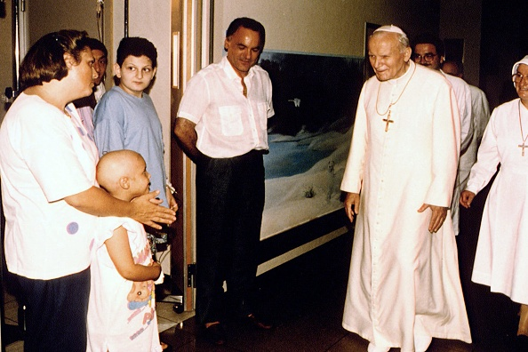Visit「Pope John Paul II Visits The 'Agostino Gemelli' Hospital」:写真・画像(13)[壁紙.com]
