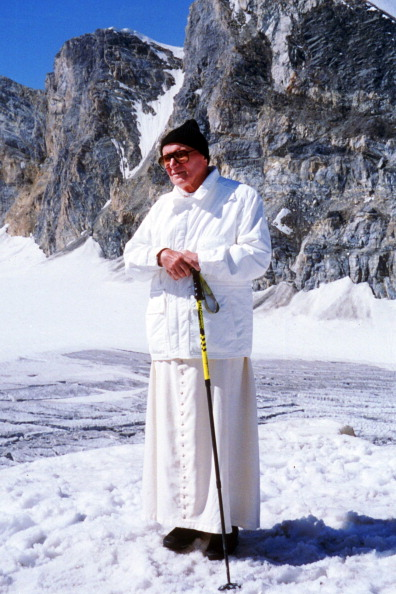Mountain「Pope John Paul II Visits The St. Bernard Glacier」:写真・画像(12)[壁紙.com]