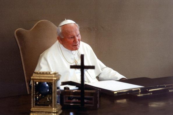 Privacy「John Paul II Signes The Revelation Of Fatima's Third Secret」:写真・画像(7)[壁紙.com]