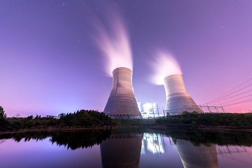 Oil Industry「Modern Powerplant producing heat」:スマホ壁紙(13)