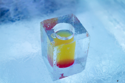 Ice Sculpture「Cocktail in glass made of ice」:スマホ壁紙(13)