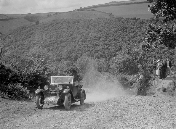 Country Road「Riley 9 open 4-seater tourer at the Mid Surrey AC Barnstaple Trial, Beggars Roost, Devon, 1934」:写真・画像(17)[壁紙.com]