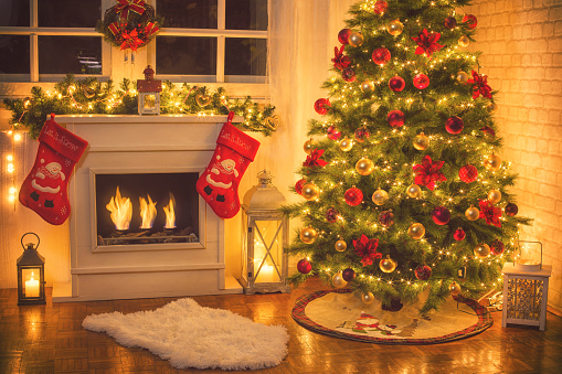 Candle「Christmas Tree Near Fireplace at Home」:スマホ壁紙(11)