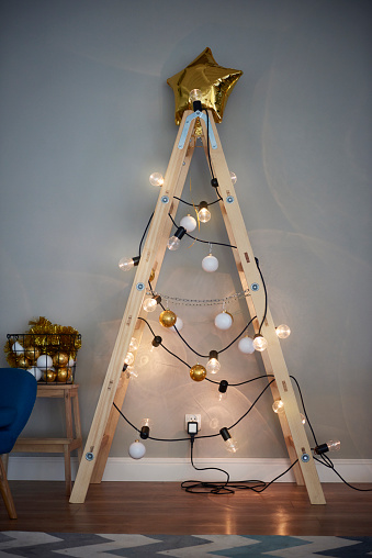 Tinsel「Christmas tree made from ladder」:スマホ壁紙(1)