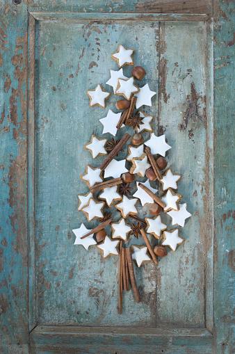 Advent「Christmas tree shaped of cinnamon stars, cinnamon sticks, star anise and hazelnuts」:スマホ壁紙(9)