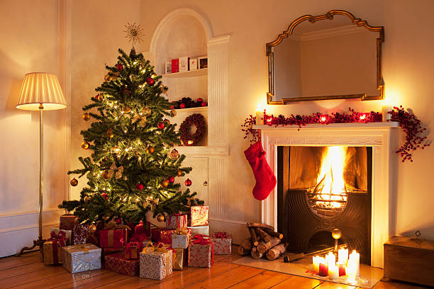Christmas tree with gifts near fireplace:スマホ壁紙(壁紙.com)