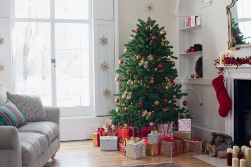 Christmas Decoration「Christmas tree surrounded with gifts」:スマホ壁紙(5)