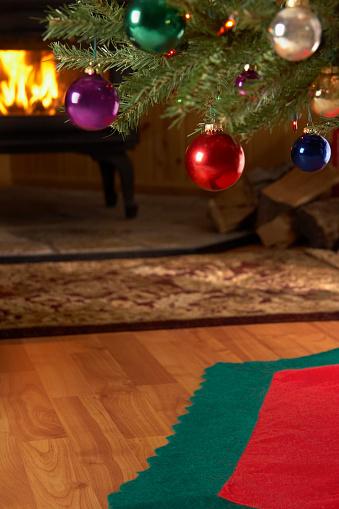 Decoration「クリスマスツリーと心地よい暖炉」:スマホ壁紙(10)