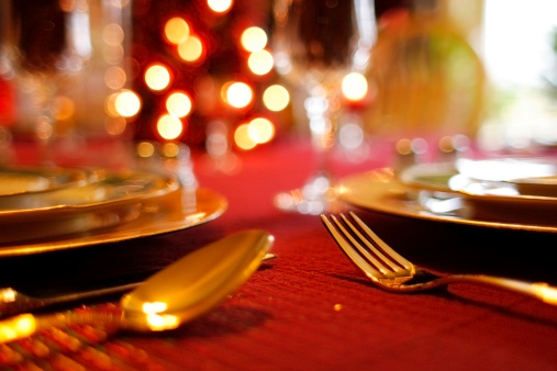 Dinner「Christmas Table Setting - Decorative Tablecloth and Flatware」:スマホ壁紙(16)