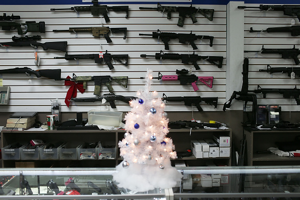 Sale「Holiday Gun Sales Soar In U.S.」:写真・画像(5)[壁紙.com]