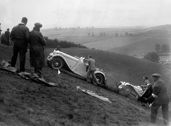 Country Road「Singer and Riley Imp of B Bira competing in the MG Car Club Rushmere Hillclimb, Shropshire, 1935」:写真・画像(14)[壁紙.com]