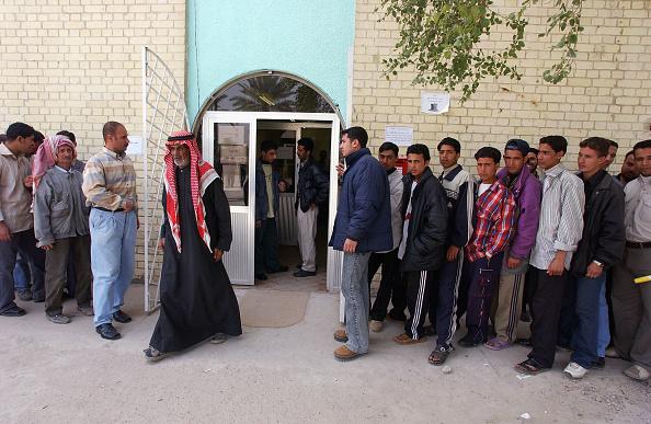 Marco Di Lauro「Unemployed Iraqis Seek Jobs In Baghdad」:写真・画像(4)[壁紙.com]