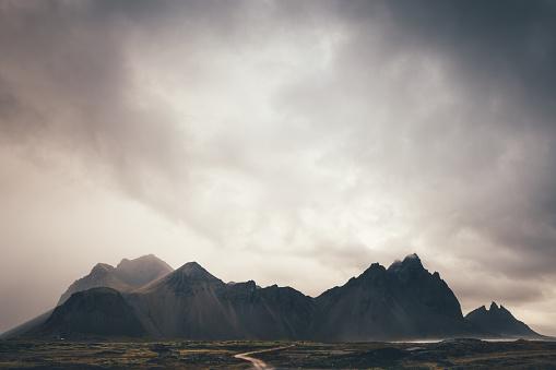 Volcanic Landscape「Vestrahorn Mountain In Iceland」:スマホ壁紙(10)