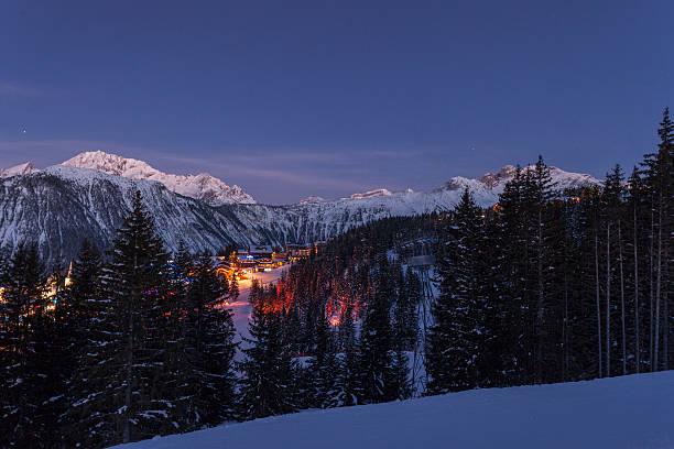 Courchevel ski resort at dusk:スマホ壁紙(壁紙.com)