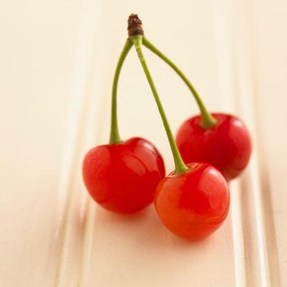 サクランボ「Cherries with stem」:スマホ壁紙(13)